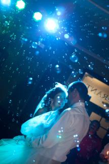 Мыльные пузыри – еще один способ сделать вашу свадьбу удивительной, запоминающейся, необычной. Мыльные пузыри очень интересно выглядят на фотографиях.